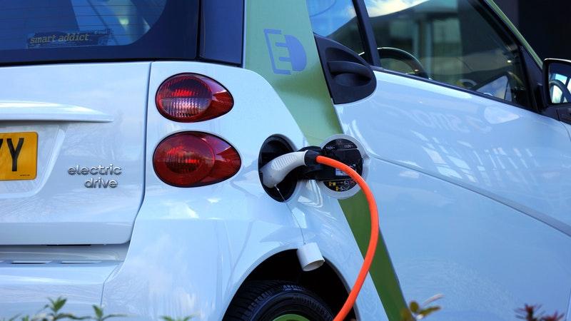 samochó elektryczny - elektromobilność